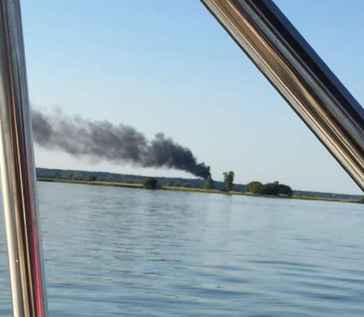boat-fire-from-lake